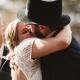 Bildefremvisning av ulike par som gifter seg i humanistiske brylllup
